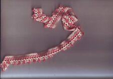 petite longueur de galon brodé fil coton laine rose blanc - longueur 62 cm