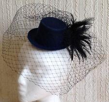Velo nero Piuma Blu Navy Mini Cappello Fascinator Con modisteria Burlesque Matrimonio
