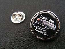"Pin's "" FLASH BALL diplomatie "" ARTICLE FANTAISIE police gendarmerie"
