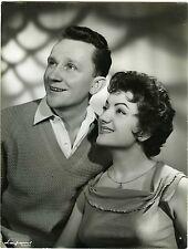PHOTO Lafont Bordeaux Jacky Claret pose avec une chanteuse à identifier 1960