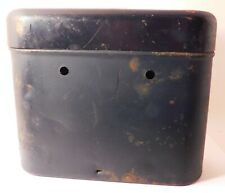 1 Dry Cell Battery Container Poor Condition - Holds 3 Dry Cell Round Batteries