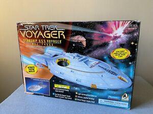 Star Trek Voyager Starship USS Voyager NCC 74656  Playmates 1995