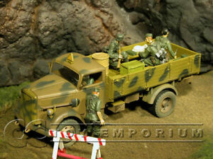 """Forces Of Valor  """"RETIRED"""" German 3 Ton Cargo Truck w/  Top"""