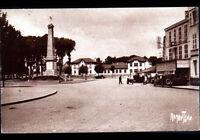 """ROCHEFORT-sur-MER (17) MONUMENT aux MORTS ,ECOLE & PATISSERIE """"A LA LUNE"""" en1939"""