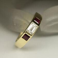 Ring mit 0,43ct Baguette Diamant TW-if und 0,36ct Carree Rubin in 750/18K Gold