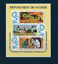 Guinée république  bloc  recherche reptile serpents1967   num : 16  **
