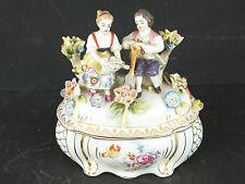 Porzellandose Porzellan Deckel Dose mit Figuren Gärtner Gärtnerin Bonboniere