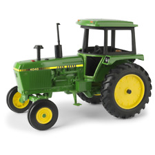 ERTL 1:16 SCALE JOHN DEERE 4040 TRACTOR WITH CAB TOY