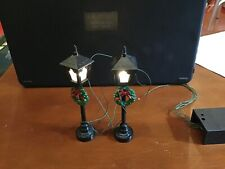 Lemax - Gas Lantern Street Lamps With Wreaths - Set Of 2 - Light Up!