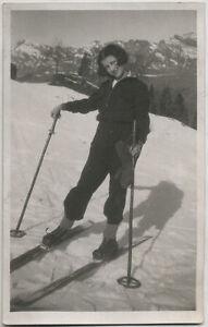 Original vintage 1940s SNAPSHOT attractive female skier, skiing