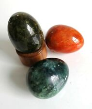 3 X CARVED POLISHED COLOURED NATURAL STONE EGGS & BAMBOO STAND GREEN GREY ORANGE