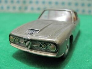 Vintage -  Alfa Romeo 2600  - 1/43  Solido 125  - Made in France 1963