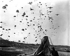 New 8x10 Korean War Photo: Paratroopers of the 187th Regiment Cut Off Retreat