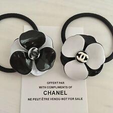 edle blogger Chanel Camellia Haargummi VIP Geschenk Present Gift Haarschmuck