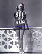 ACTRESS DAUN KENNEDY, NICE LEGS IN A SHORT SKIRT AND HEELS LEGGY PHOTO A-DAUK