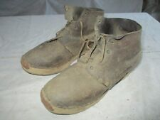 paire de chaussure montantes en cuir semelle bois ancienne militaire.