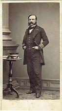 Photo cdv : J.Arnaude ; Un officier civil ou militaire debout en pose  vers 1865
