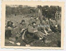 Foto Soldaten-Wehrmacht-Fußpflege 2.WK  (b314)