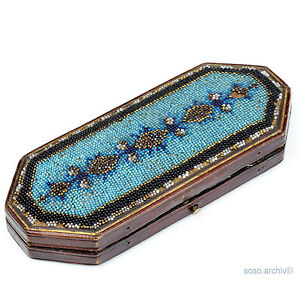 Brillen Etui  Biedermeier Perlenstickerei 1830 beadwork glasses case handicrafts