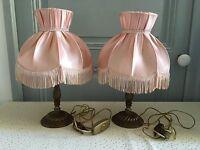 Vintage Ancienne Paire De Lampes De Chevet , De Table En Laiton Abat Jours Roses