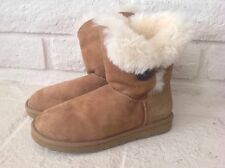 UGG Australia Women's Bailey Button side button in Chestnut Size US 8