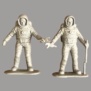 2x Vintage Astronaut Plastik Figur 5cm Weltraum Männer Spielzeug Sammler Alt