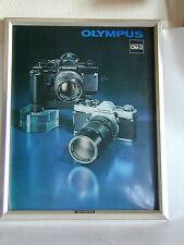 OLYMPUS publicité réticulée relief  de vitrine de l'OM2  photo photographie