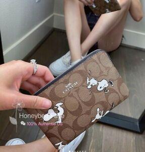 NWT Coach X Peanuts Corner Zip Wristlet In Signature Canvas Snoopy Print C4589