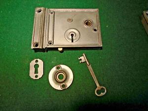 VINTAGE DOOR RIM LOCK COMPLELTE SET: w/KEY & KEEPER & ESCUTCHEONS  (7382-2)
