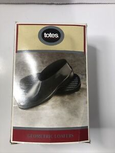 Totes geometric loafers medium fits shoe size 8 1/2 to 9 1/2