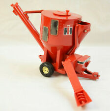 VINTAGE ERTL IH INTERNATIONAL HARVESTER FEED MIXER CORN HOPPER 1/16 RED FARM TOY