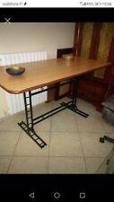 Tavolo , con base in ferro battuto colore legno chiaro