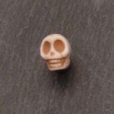 Perle en pierre Howlite breloque forme tête de mort 10x15mm couleur bla