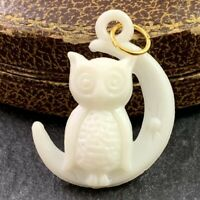VINTAGE CHARM OWL CRESCENT MOON NECKLACE PENDANT EARLY PLASTIC WHITE HALLOWEEN