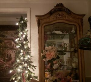 Pulaski curio cabinet, hand painted glass shelves, light, 2 drawers& Beautiful