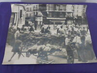 L.A.P.I., agence.Libération de Paris : barricade rue des Halles.Août 1944(car15)