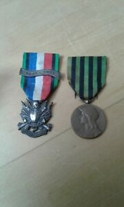 2 French 1870-71 veterans medals , oublier jamais