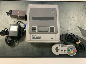 Consola SUPER NINTENDO - En muy buen estado COMPLETA CON MANDO CABLES SNES NES
