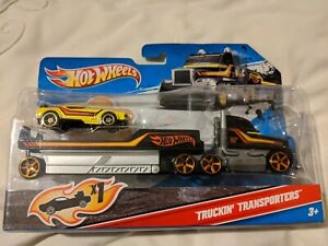 Hot wheels Truckin Transporter Muscle Mania - opened and complete