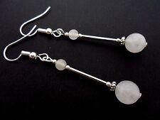 Un paio di pendaglio bianco opaco Giada Perlina Orecchini pendenti placcato argento.