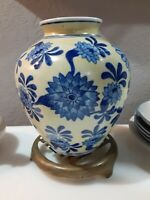 VINTAGE CHINESE HAND PAINTED CERAMIC PORCELAIN VASE blue and yellow white china
