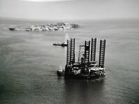 Exploration pétroliere TOTAL années 50-60 grande photo plateforme petrolière