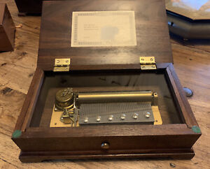 Reuge Music Box 72 Notes. Sold Wood . Great Voice