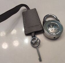 MICHAEL KORS LOGO GOLD LOCK AND KEY CHARM HANDBAG FOB  Gray/silver