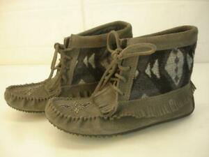 Womens 7 M MANITOBAH MUKLUKS Gray Suede Beaded Moccasins Ankle Boots Fringe Flat