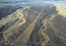 Lámina-líneas de Nazca Perú pista de aterrizaje (imagen Cartel Alienigenas ancestrales)