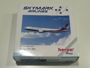 Herpa Skymark Airlines (Japan) 767-300 Die Cast Model  1:500 scale with stand =