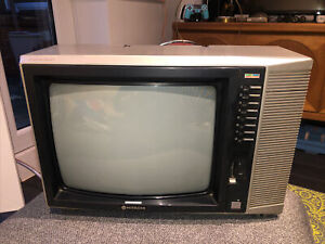 "Vintage Hitachi 14"" TV Instavision Working Film Prop Old - cpt1471-312"