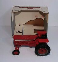ERTL International 756 Wide Front Tractor 2308DO Die Cast Red 1/16 Scale