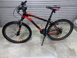 "26"" Mountain bike. Giant Boulder alloy frame"